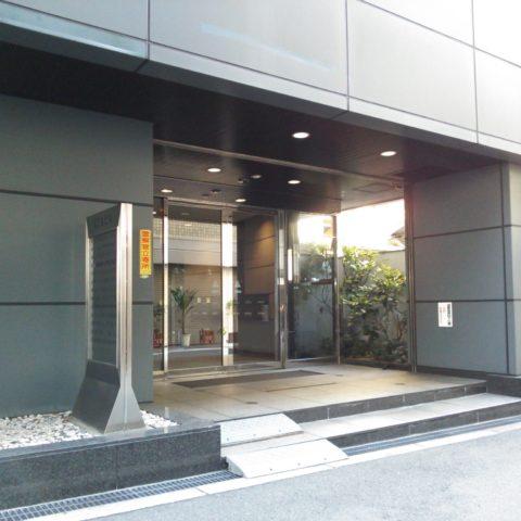 天しもビルの玄関イメージ写真